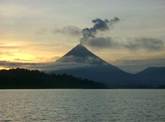 http://villadecary.com/samplepage/images/arenal_volcano_sunrise_002.jpg